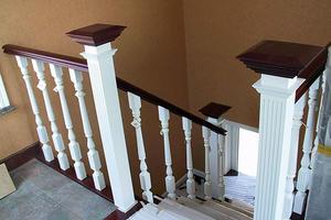 樓梯欄桿用什么材質的好 樓梯欄桿多少錢一米