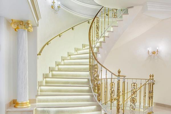 700平欧式奢华风格别墅楼梯间吊顶装修效果图