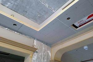 大理石拉槽是直接铺在地面吗 拉槽板下面要贴瓷砖吗 大理石拉槽下面铺砖吗