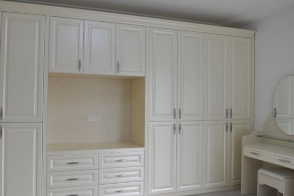 140平米房子簡約衣柜柜門裝修效果圖