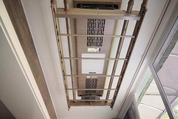 100平米现代风格两室两厅客厅阳台晾衣架装修效果图