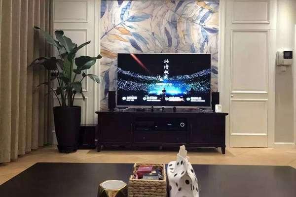 120平三居室美式風格客廳隱形電視背景墻效果圖
